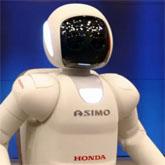 【海外の反応】新型アシモがアメリカデビュー!「HONDAがターミネーターを作ったぞ!」